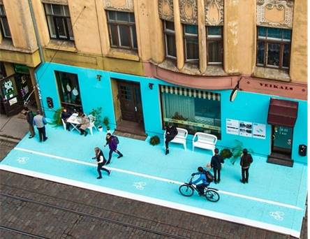 Photo d'un magasin bleu dans une ville