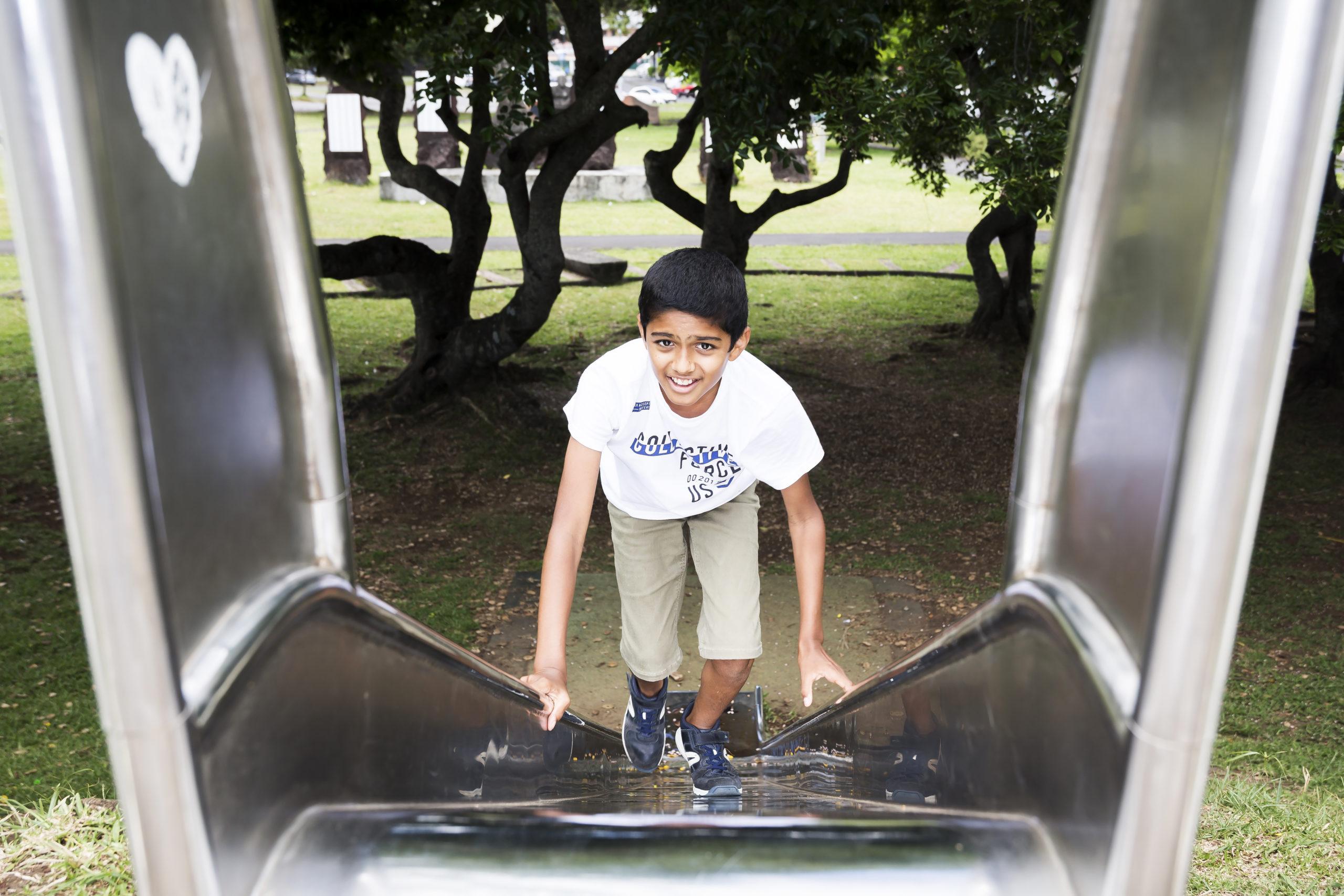 Photo d'un jeune dans un parc de Saint-André